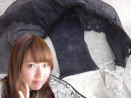 姉妹の洗濯前でクロッチが汚れまくった下着盗撮エロ画像7枚目