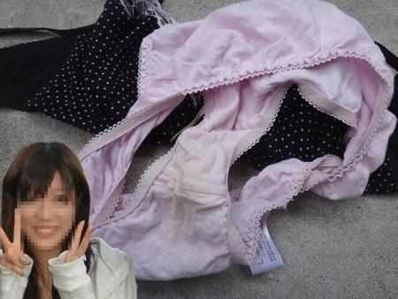 顔出し女子大生の姉の淫らなクロッチ下着盗撮エロ画像5枚目