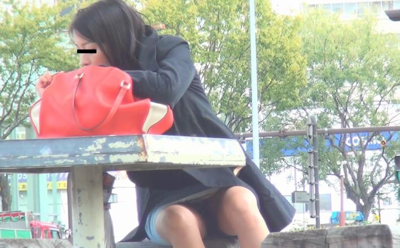 女子大生店員の胸チラやセクシー下着逆さ盗撮エロ画像12枚目