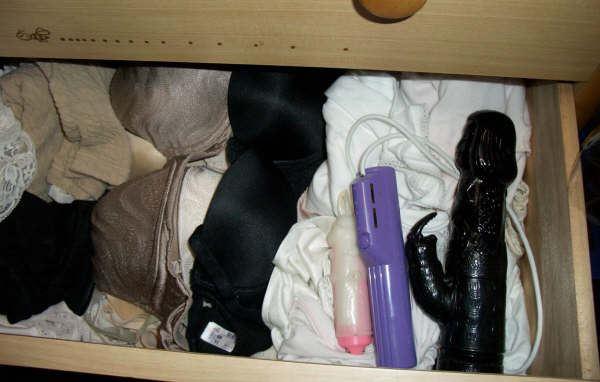 女子大生姉のタンスの中の下着バイブ盗撮エロ画像6枚目