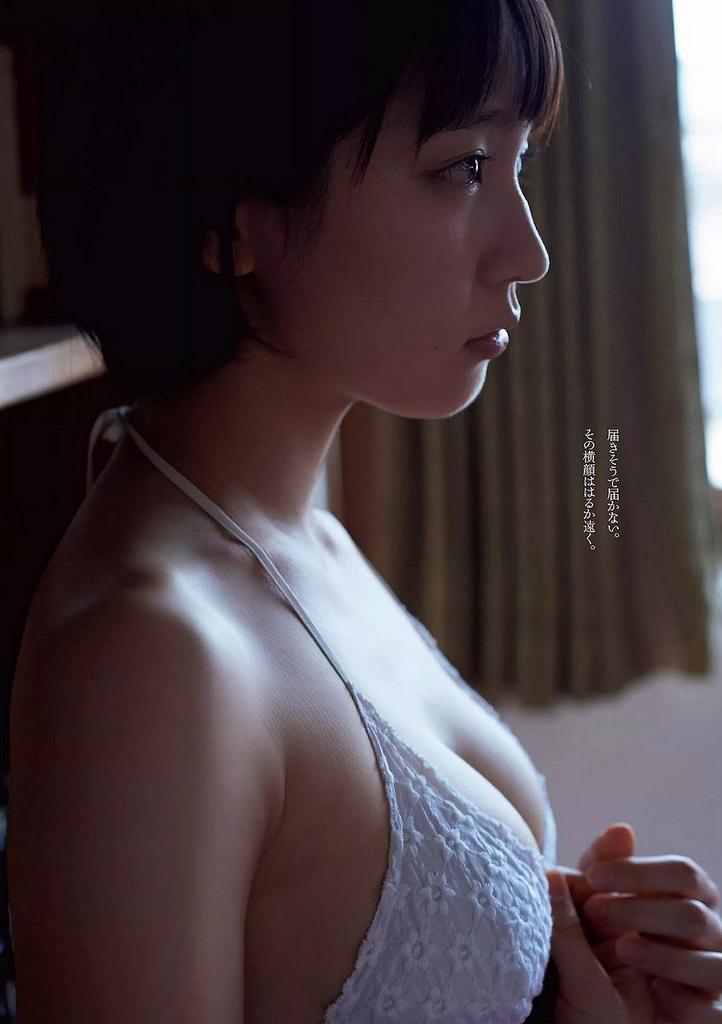 吉岡里帆の下着のような水着の巨乳おっぱいエロ画像