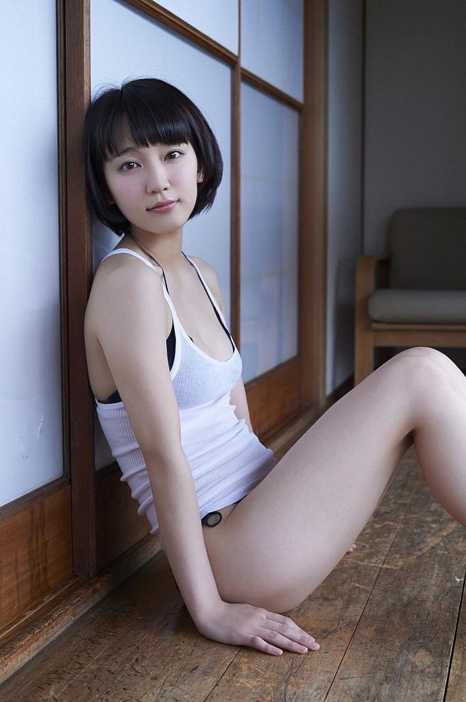 吉岡里帆の下着のようなの水着で巨乳おっぱいエロ画像10枚目