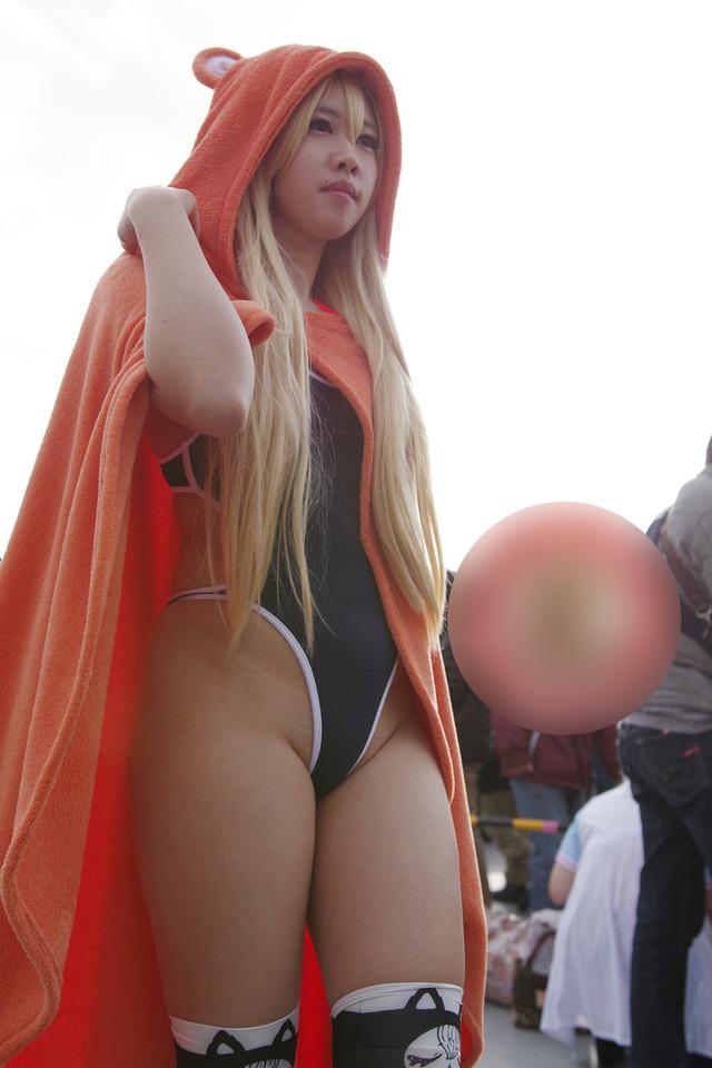 胸チラ露出する街コミュのコスプレイヤーエロ画像8枚目