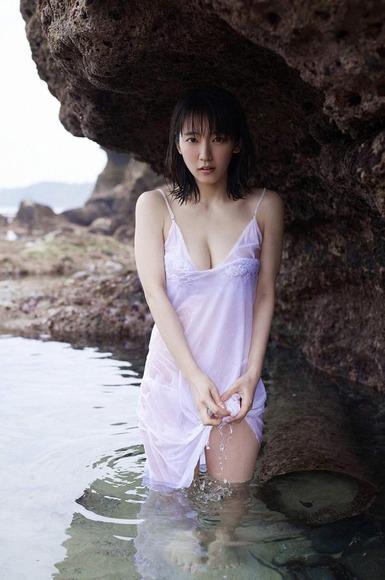 吉岡里帆の透けまんすじと乳首や乳輪ポロリ流出画像3枚目