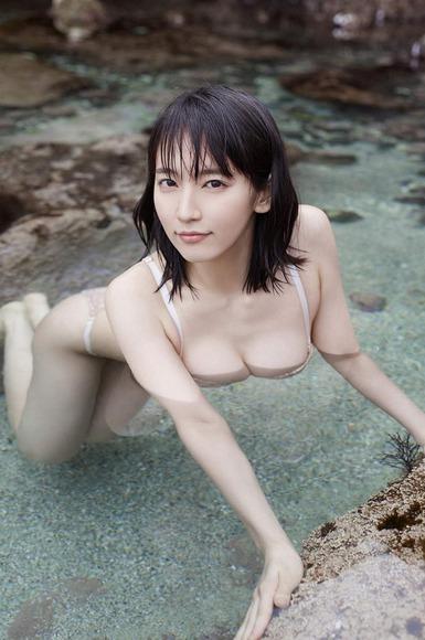 吉岡里帆の透けまんすじと乳首や乳輪ポロリ流出画像8枚目