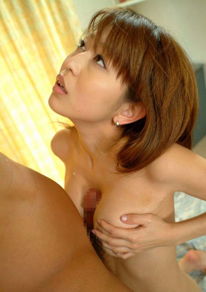 痴女人妻がパイズリ搾精する巨乳で淫乱なエロ画像13枚目