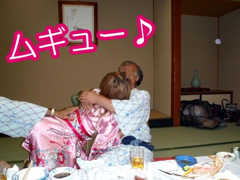売られたピンクコンパニオンの温泉街宴会エロ画像16枚目