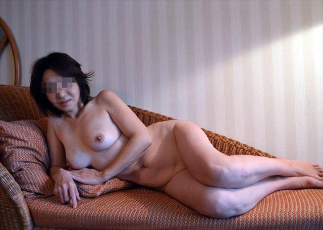 巨乳人妻のSNSアプリで不倫した写メ流出エロ画像3枚目