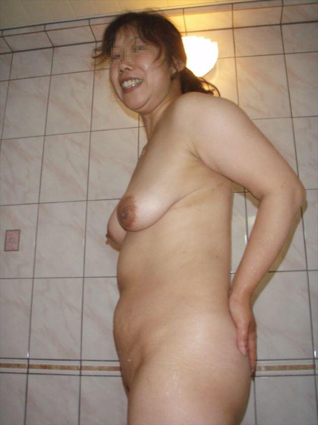 巨乳人妻のSNSアプリで不倫した写メ流出エロ画像6枚目