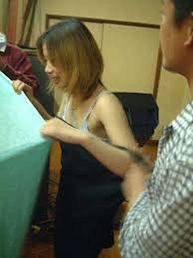 忘年会で集団レイプされる人妻ピンクコンパニオン画像4枚目