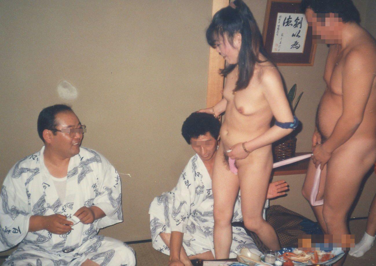 忘年会で集団レイプされる人妻ピンクコンパニオン画像11枚目