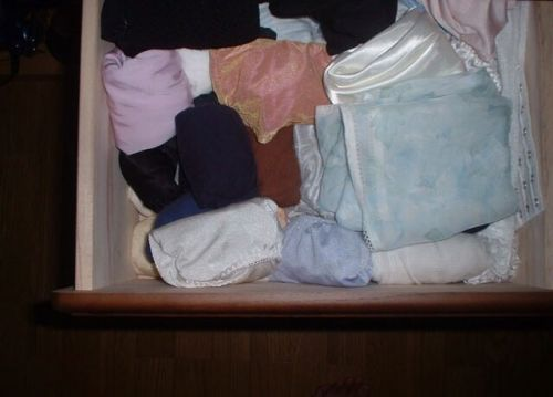欲求不満なJC妹のタンスの中の下着とバイブ盗撮画像6枚目