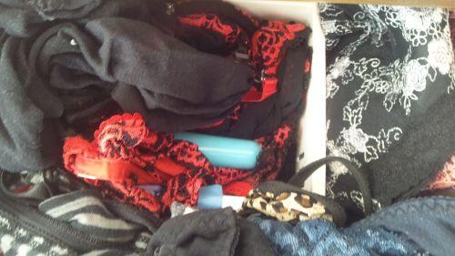欲求不満なJC妹のタンスの中の下着とバイブ盗撮画像11枚目