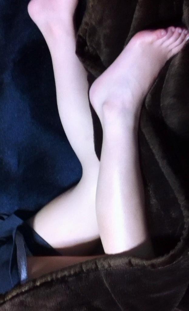 姉や妹の全裸や下着姿の家庭内盗撮流出エロ画像16枚目