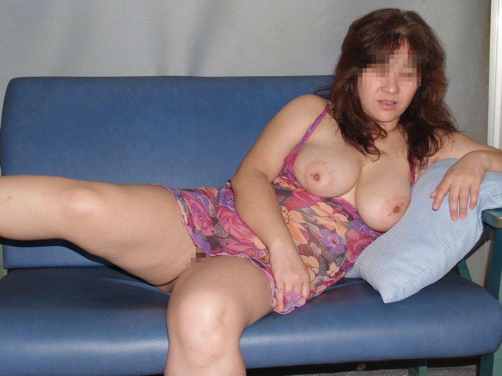 パイズリ搾精されそうな素人巨乳不倫人妻のエロ画像13枚目