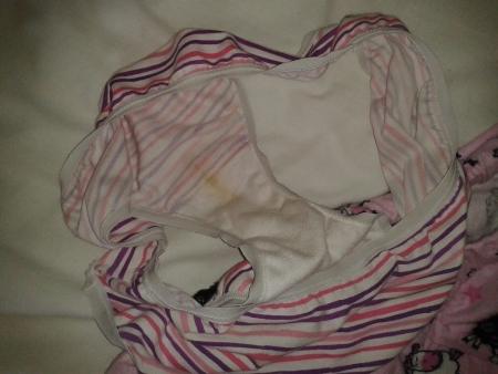 洗濯前のJC妹やJD姉に母親の下着盗撮エロ画像4枚目