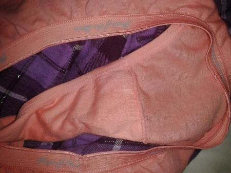 洗濯前のJC妹やJD姉に母親の下着盗撮エロ画像6枚目