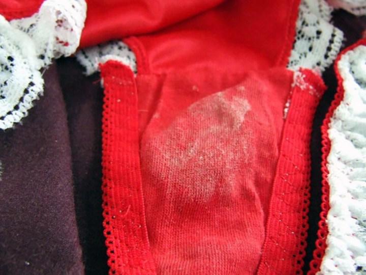 洗濯前のJC妹やJD姉に母親の下着盗撮エロ画像10枚目
