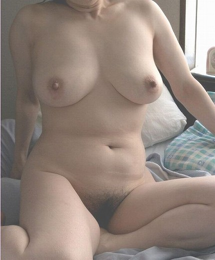 素人巨乳人妻の色っぽい泥酔不倫現場のエロ画像4枚目