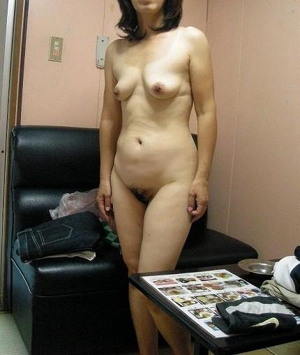 素人巨乳人妻の色っぽい泥酔不倫現場のエロ画像5枚目