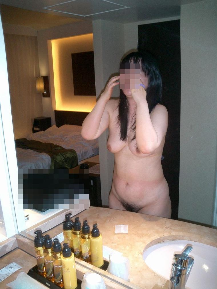 素人巨乳人妻の色っぽい泥酔不倫現場のエロ画像7枚目