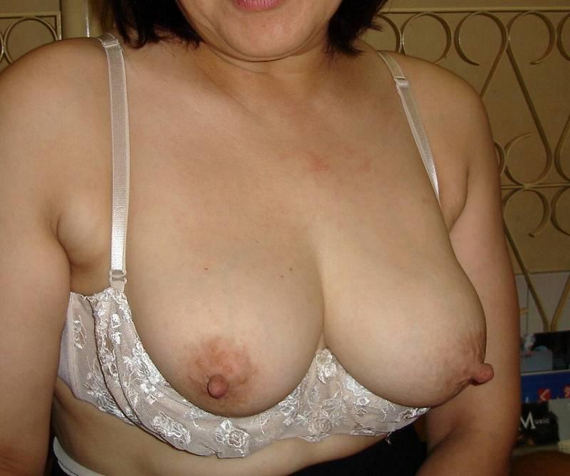 素人巨乳人妻の色っぽい泥酔不倫現場のエロ画像9枚目