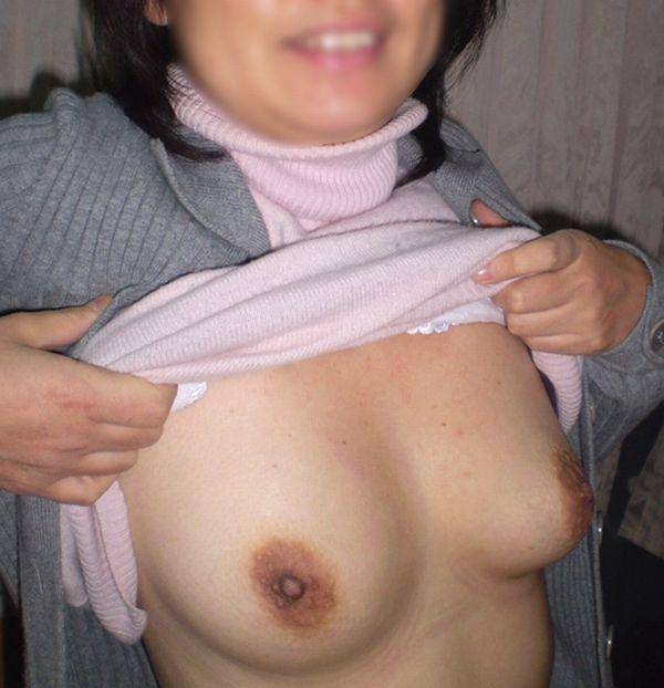 素人巨乳人妻の色っぽい泥酔不倫現場のエロ画像15枚目