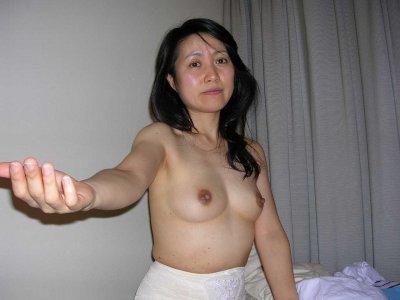 不倫相手に撮影された顔出し素人人妻のエロ画像4枚目