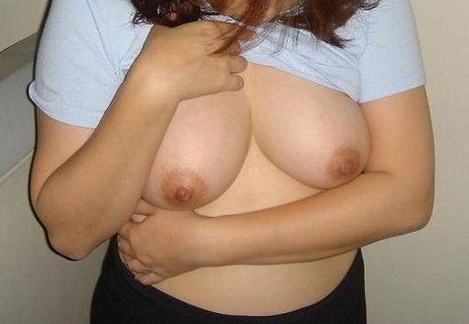 豊満熟女のロケット垂れ乳が巨乳すぎるエロ画像8枚目
