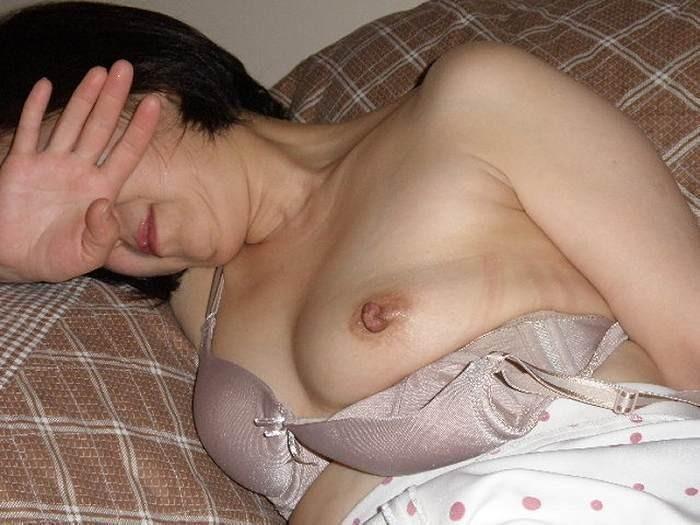 豊満熟女のロケット垂れ乳が巨乳すぎるエロ画像10枚目