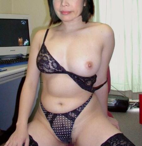 豊満熟女のロケット垂れ乳が巨乳すぎるエロ画像15枚目