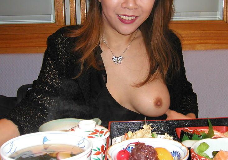 豊満熟女のロケット垂れ乳が巨乳すぎるエロ画像16枚目