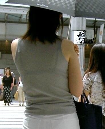 透けブラジャームチムチ女子大生下着盗撮エロ画像10枚目