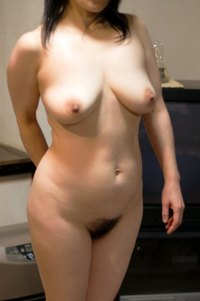 不倫人妻の乳首とロケット巨乳が淫らなエロ画像7枚目