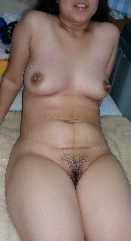 不倫人妻の乳首とロケット巨乳が淫らなエロ画像10枚目
