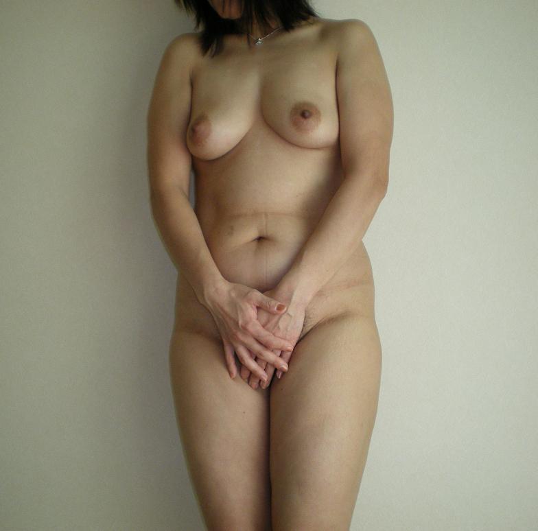 不倫人妻の乳首とロケット巨乳が淫らなエロ画像15枚目