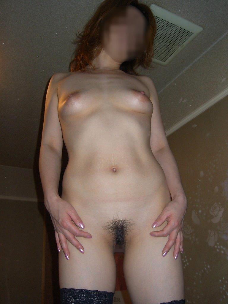 不倫人妻の乳首とロケット巨乳が淫らなエロ画像16枚目