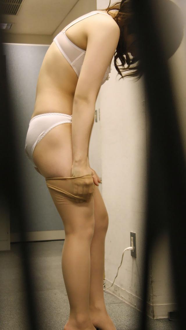 jk妹の風呂上がりベランダ越し盗撮のエロ画像5枚目