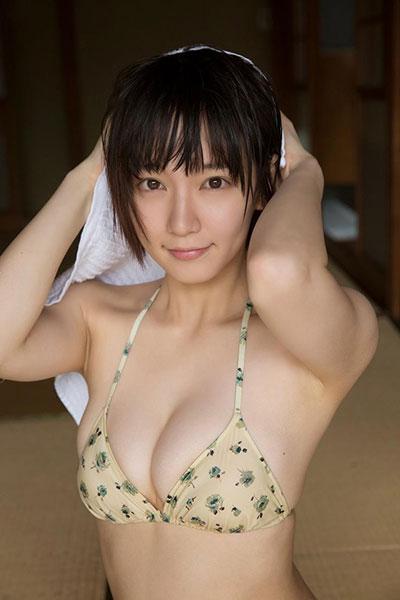 吉岡里帆のもう少しで乳首がポロリ流出エロ画像12枚目