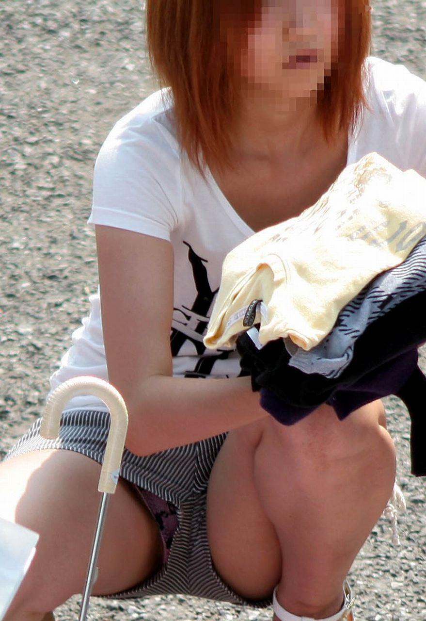 靴カメ接写逆さ撮り素人女子大生パンチラ盗撮エロ画像4枚目