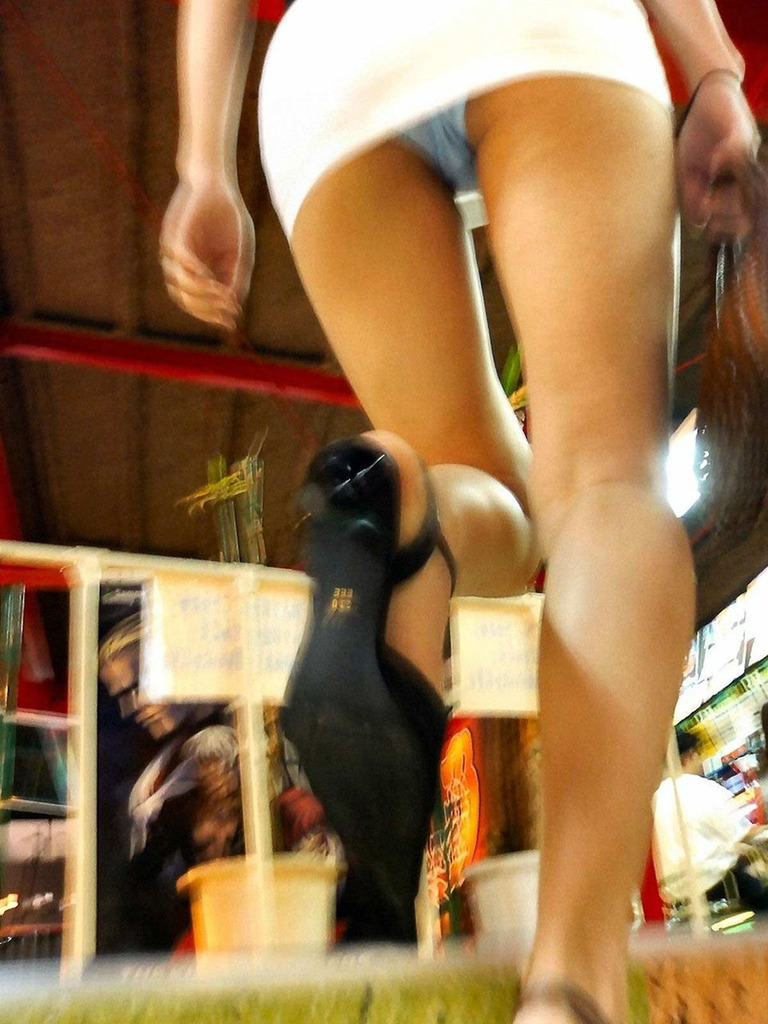 靴カメ接写逆さ撮り素人女子大生パンチラ盗撮エロ画像7枚目