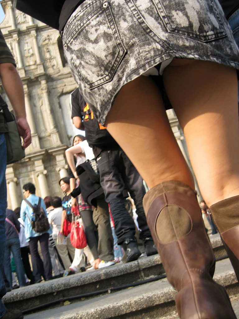 靴カメ接写逆さ撮り素人女子大生パンチラ盗撮エロ画像15枚目