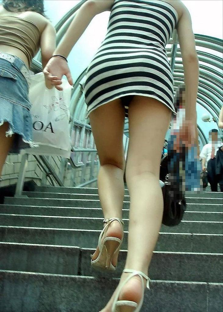 靴カメ接写逆さ撮り素人女子大生パンチラ盗撮エロ画像16枚目