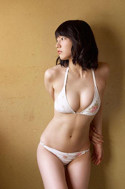 マンスジと乳首が透けてる吉岡里帆のエログラビア画像4枚目