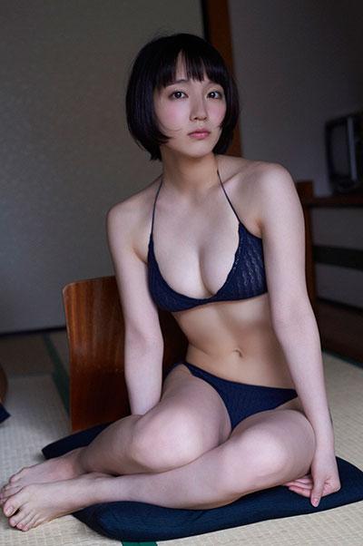マンスジと乳首が透けてる吉岡里帆のエログラビア画像12枚目