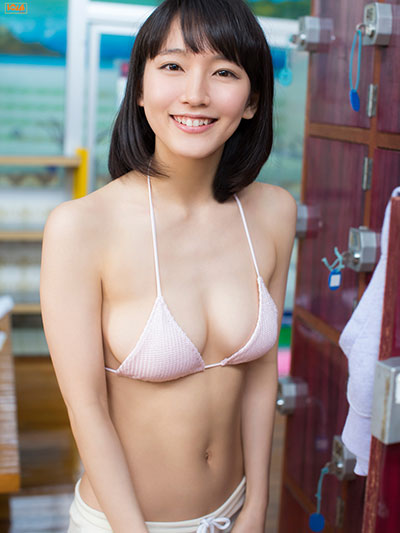 マンスジと乳首が透けてる吉岡里帆のエログラビア画像15枚目