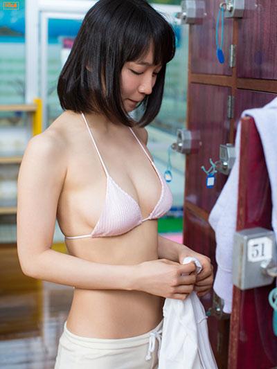 マンスジと乳首が透けてる吉岡里帆のエログラビア画像16枚目