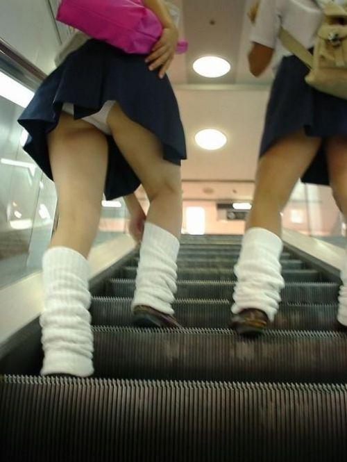 jkパンチラリアル階段下がヤバい下着盗撮エロ画像6枚目
