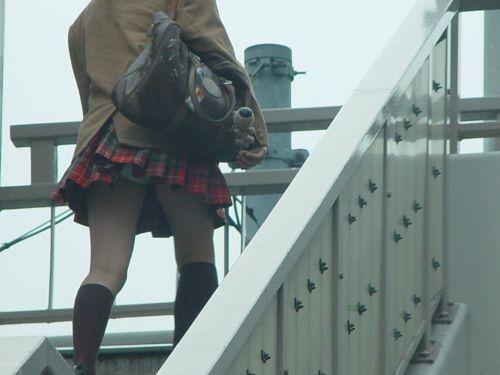 jkパンチラリアル階段下がヤバい下着盗撮エロ画像9枚目