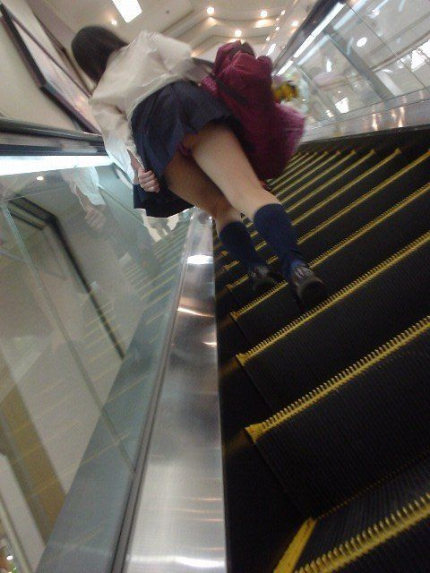jkパンチラリアル階段下がヤバい下着盗撮エロ画像15枚目